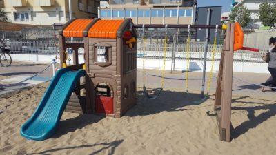 Gioco in plastica castello delle altalene Festopolis FEGP 097 - 2