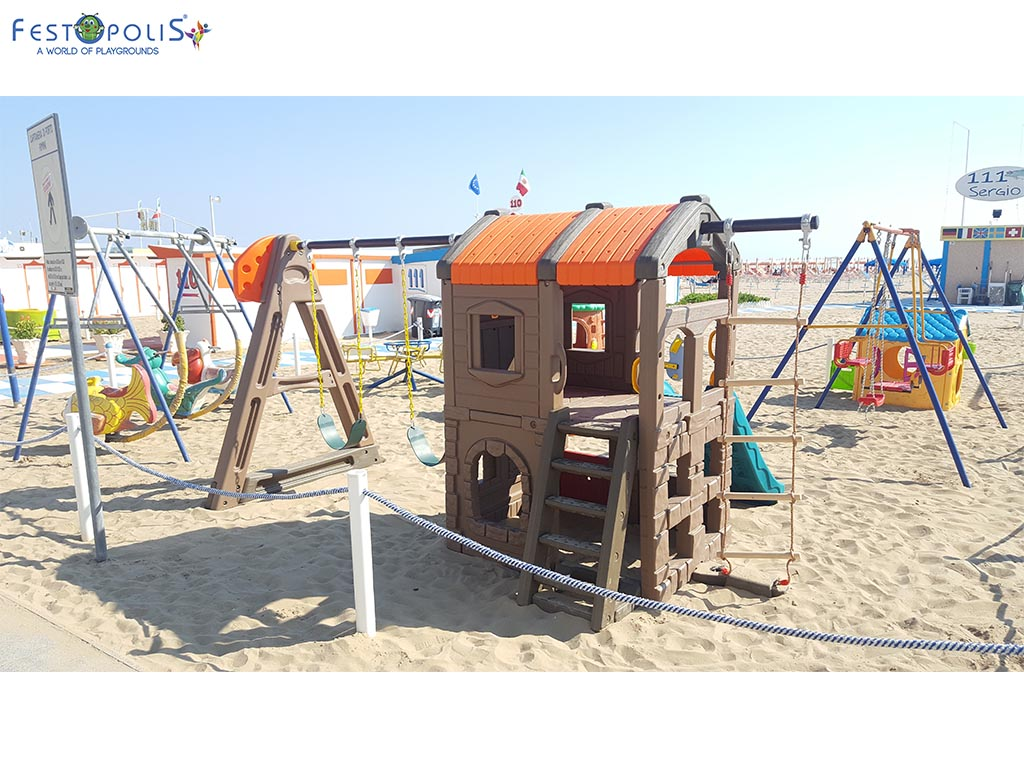 Castello delle altalene - gioco in plastica costituito da uno scivolo e due altalene. Costruito in polietilene con bulloneria in acciaio inox.-1-FEGP 097
