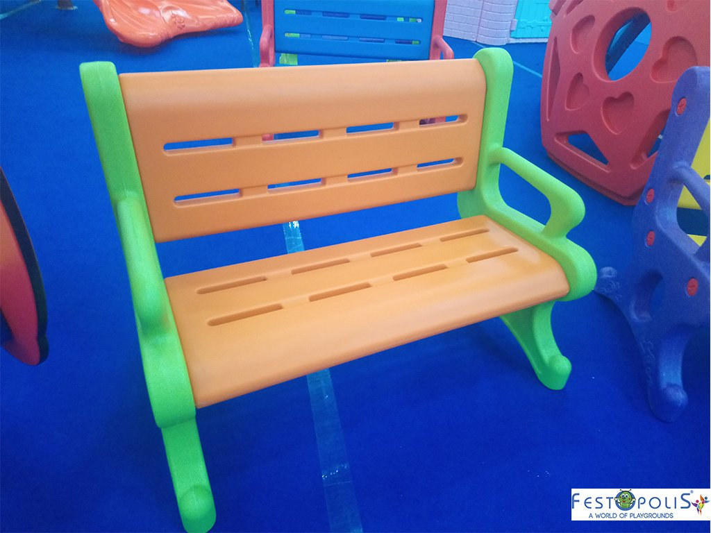 Panchina in plastica polietilene per ludoteche, aree baby, baby parking e anche per uso domestico. Disponibile in più colori, leggera e scenografica.-1-FEGP 9001