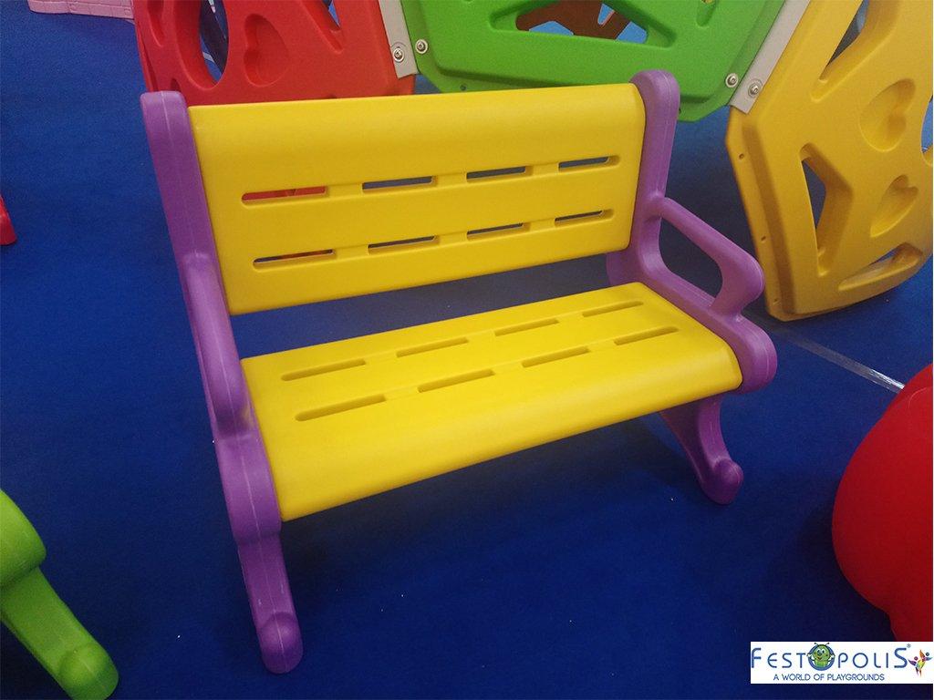 Panchina in plastica polietilene per ludoteche, aree baby, baby parking e anche per uso domestico. Disponibile in più colori, leggera e scenografica.-2-FEGP 9001