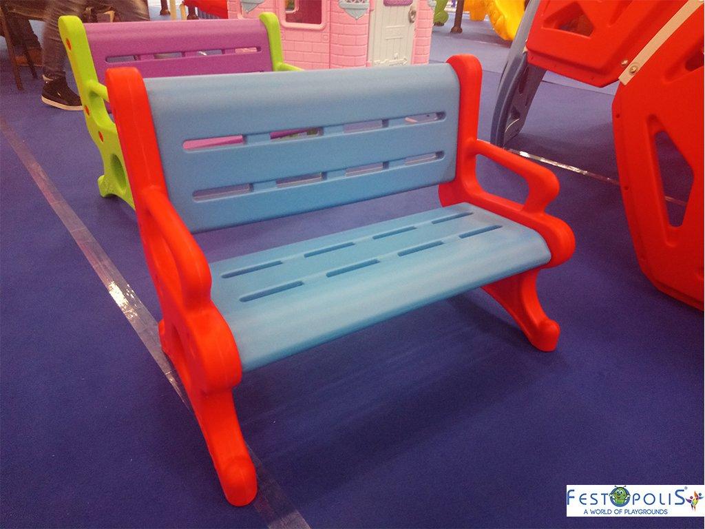 Panchina in plastica polietilene per ludoteche, aree baby, baby parking e anche per uso domestico. Disponibile in più colori, leggera e scenografica.-3-FEGP 9001