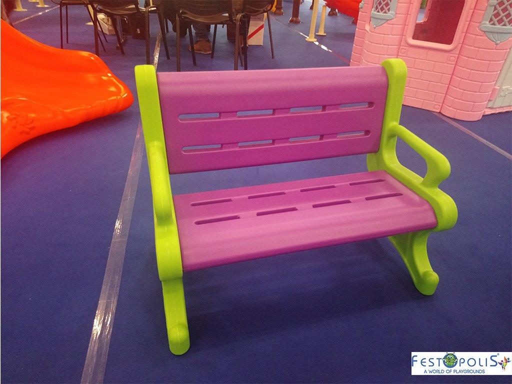 Panchina in plastica polietilene per ludoteche, aree baby, baby parking e anche per uso domestico. Disponibile in più colori, leggera e scenografica.-4-FEGP 9001