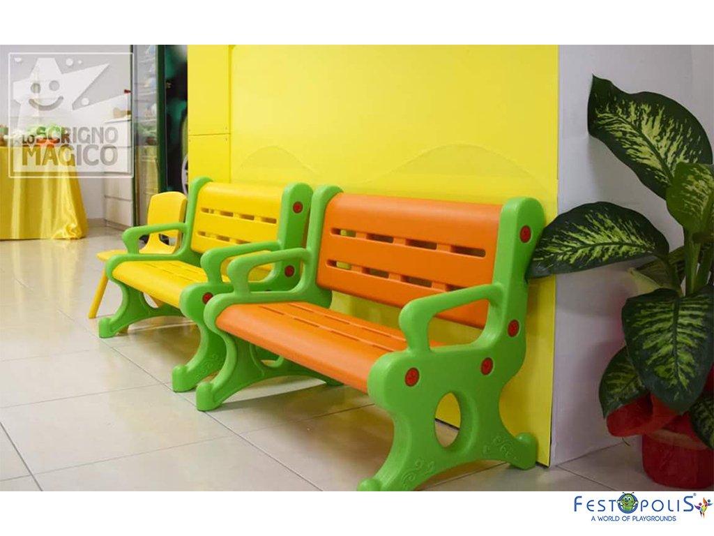 Panchina in plastica polietilene per ludoteche, aree baby, baby parking e anche per uso domestico. Disponibile in più colori, leggera e scenografica.-5-FEGP 9001