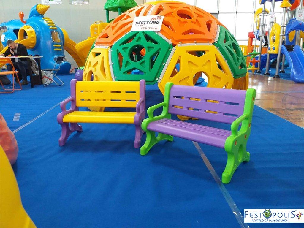 Panchina in plastica polietilene per ludoteche, aree baby, baby parking e anche per uso domestico. Disponibile in più colori, leggera e scenografica.-6-FEGP 9001